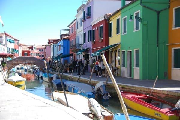 12_Bunte-Haeuser-von-Burano-Venedig-Italien