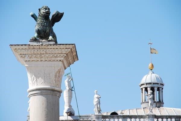 13_Markusloewe-Piazzetta-San-Marco-Markusplatz-Venedig-Italien