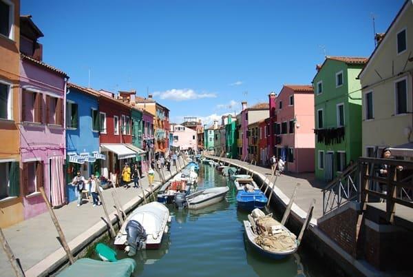 16_Bunte-Haeuser-von-Burano-Venedig-Italien