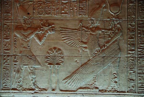17_aegyptisches-Relief-im-Tempel-von-Philae-Assuan-Aegypten-Nilkreuzfahrt