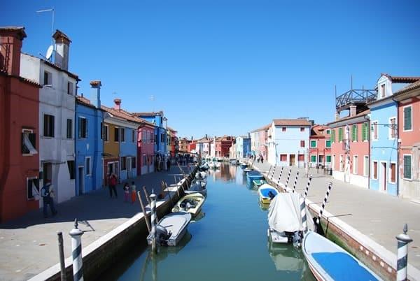 20_Bunte-Haeuser-von-Burano-Venedig-Italien