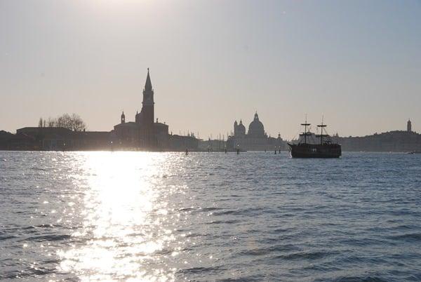 25_Sonnenuntergang-Segelschiff-Venedig-Italien