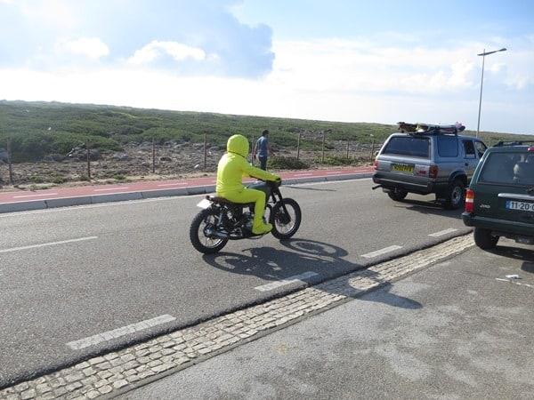 19_gelber-Stuntman-Motorrad-Portugal