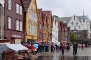 00_Holzhaeuser-Bryggen-Bergen-Norwegen-MSC-Sinfonia