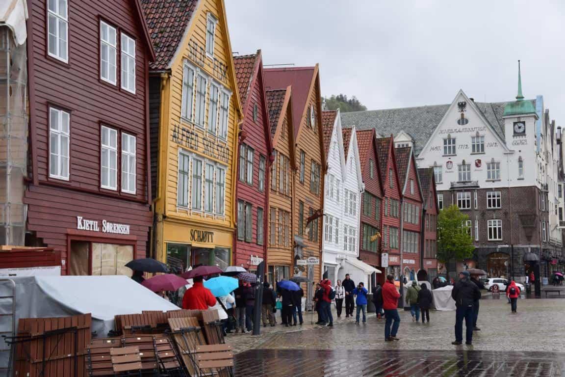 00 Holzhaeuser Bryggen Bergen Norwegen MSC Sinfonia