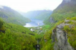 00_MSC-Sinfonia-auf-Reede-im-Geirangerfjord-Norwegen