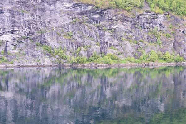 08_Spiegelung-Geirangerfjord-Norwegen