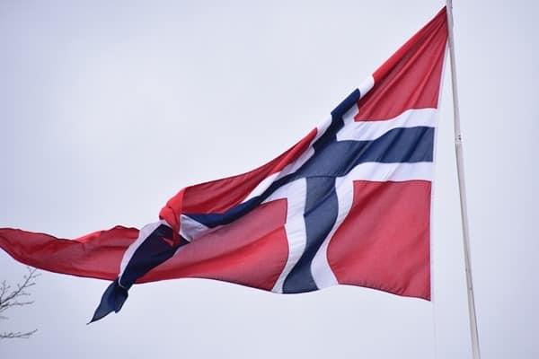 10_Flagge-Norwegen-Hafen-Bergen
