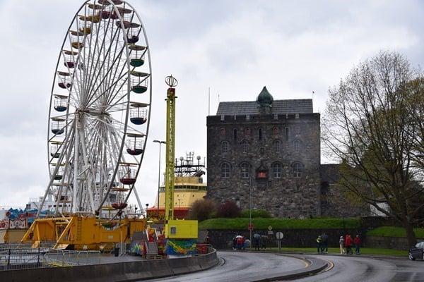 11_Riesenrad-Hafen-Bergen-Norwegen