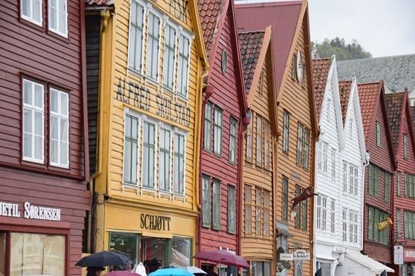 12_Holzhaueser-Bryggen-Bergen-Norwegen