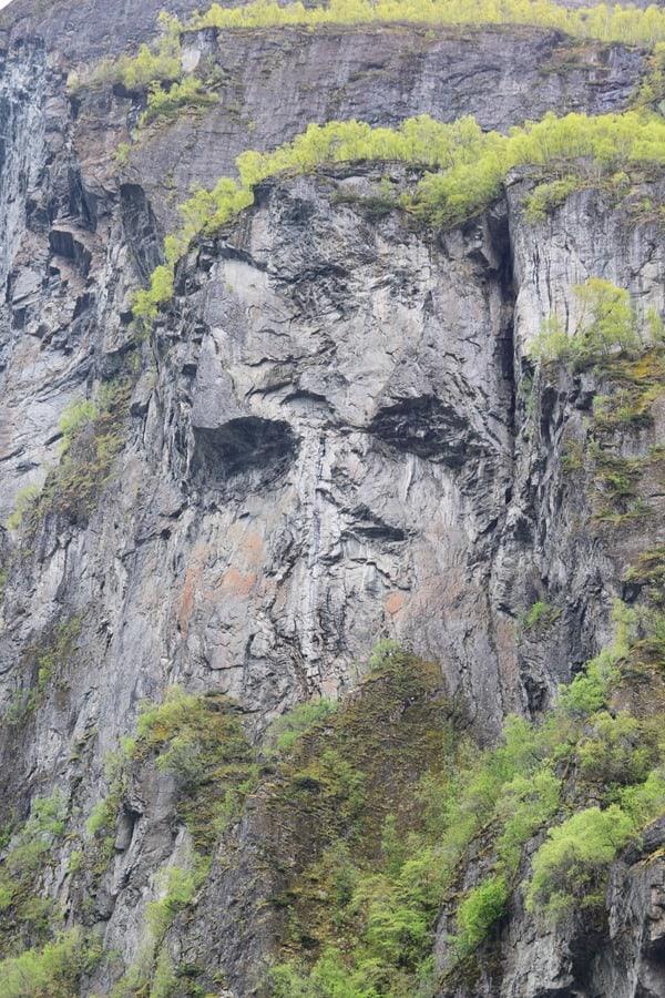 12_Nordland-Kreuzfahrt-Felsengesicht-Geirangerfjord-Norwegen