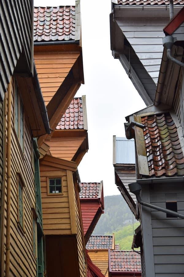13_Holzhaueser-Bryggen-Bergen-Norwegen
