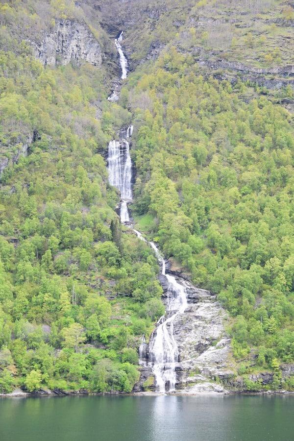 13_Nordland-Kreuzfahrt-Wasserfall-Geirangerfjord-Norwegen