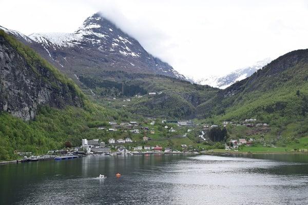 17_Geiranger-im-Geirangerfjord-Norwegen