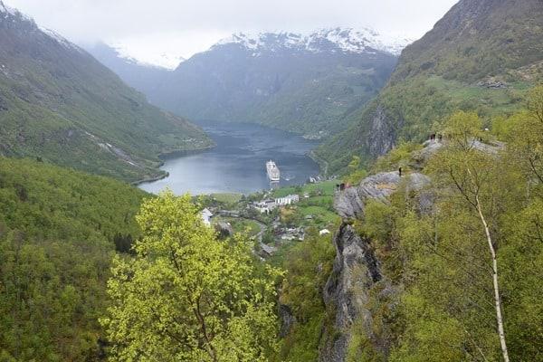 28_MSC-Sinfonia-auf-Reede-im-Geirangerfjord-Norwegen