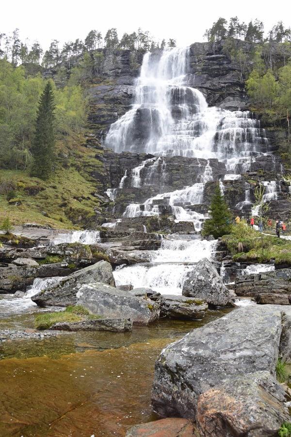 05_Tvindefossen-Wasserfall-Norwegen