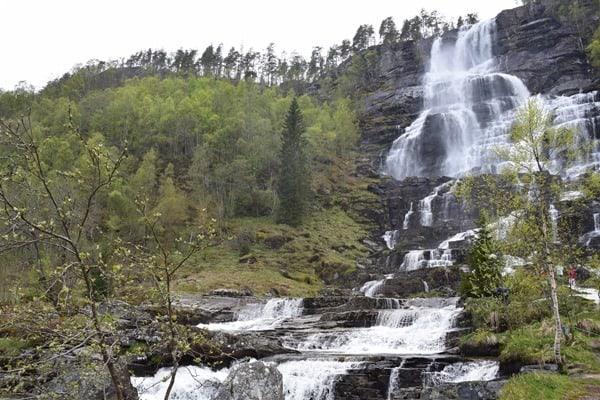 06_Tvindefossen-Wasserfall-Norwegen