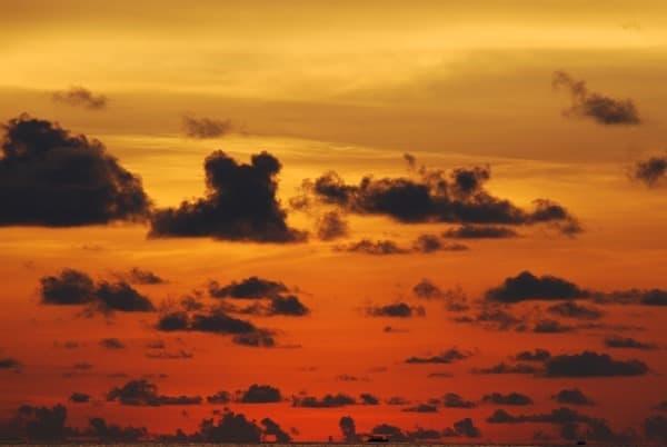 11_Malediven-Urlaub-brennender-Himmel-Sonnenuntergang