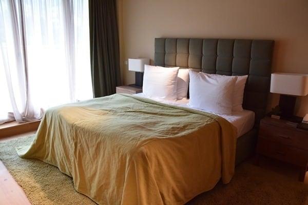 13_kleines-Schlafzimmer-Penthouse-Suite-Kempinski-Hotel-Das-Tirol-Kitzbuehel