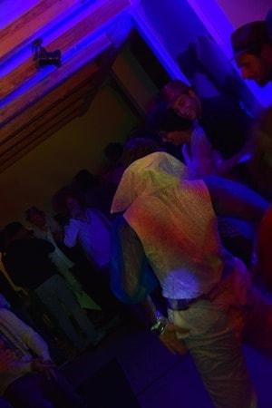 18_Party-im-Wohnzimmer-Penthouse-Suite-Kempinski-Hotel-Das-Tirol-Kitzbuehel