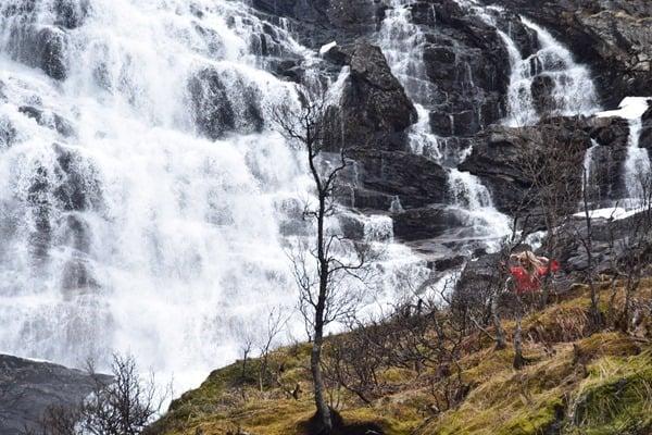 25_Wasserfee-Huldrene-am-Kjosfossen-Wasserfall-Flambahn-Norwegen