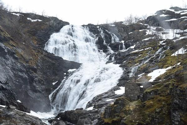 26_Kjosfossen-Wasserfall-Flambahn-Flamsbana-Norwegen