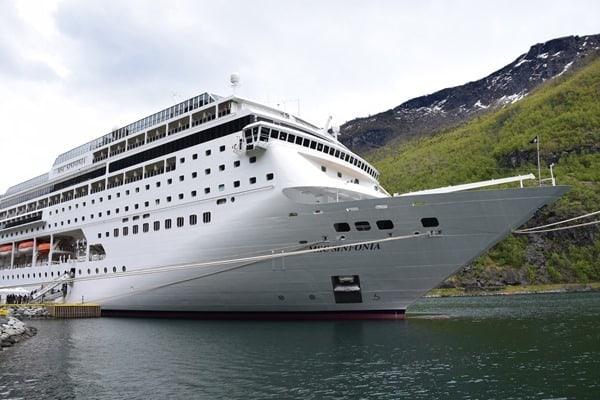 32_MSC-Sinfonia-im-Hafen-von-Flam-Norwegen