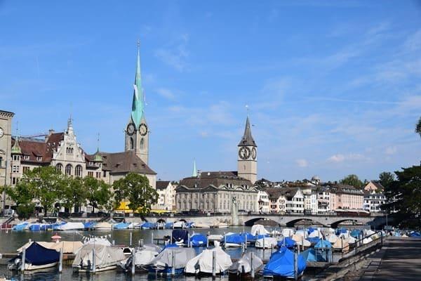 04_Citytrip-Zuerich-Fraumuenster-Limmat-Schweiz