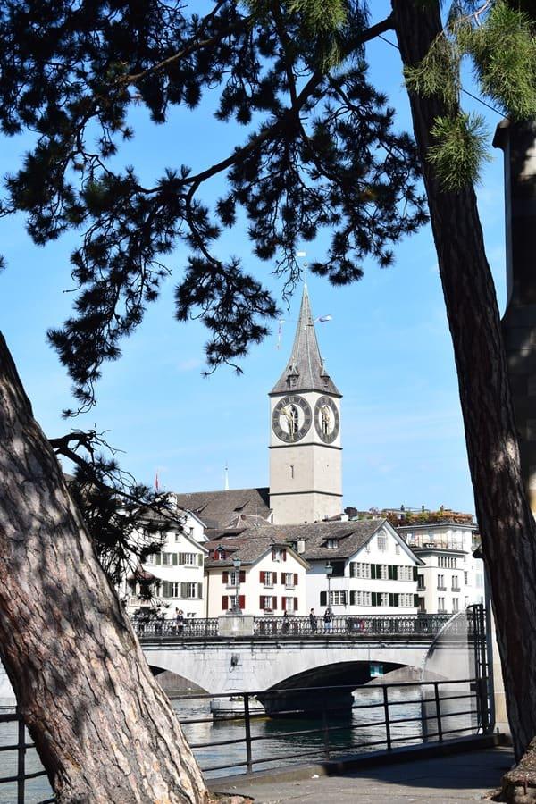 07_Kirche-St.-Peter-Limmat-Zuerich-Schweiz