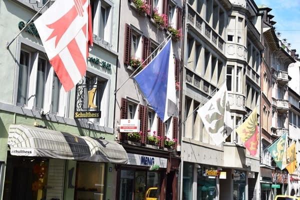 16_Einkaufsstrasse-Rennweg-Zuerich-Schweiz