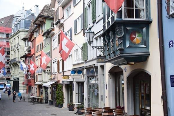 17_Einkaufsstrasse-Rennweg-Zuerich-Schweiz