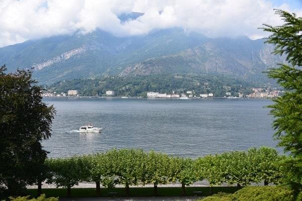 21_Blick-aus-dem-Garten-Villa-Melzi-Bellagio-Comer-Italien