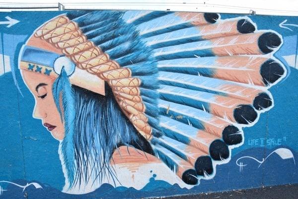 26_Streetart-Indianerfrau-Zuerich-Schweiz
