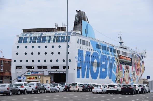 00_Faehre-Moby-Aki-Livorno-Olbia-Sardinien-Italien-590×393