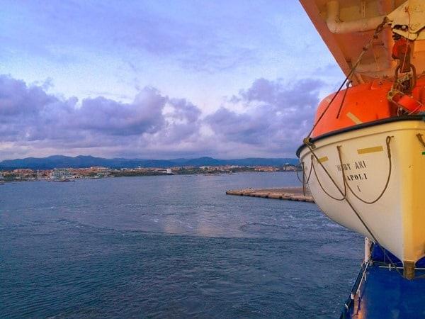 01_Faehre-Moby-Aki-Ankunft-Olbia-Sardinien-Italien