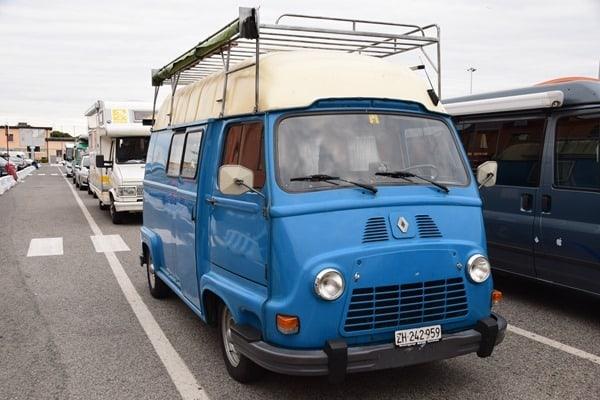 02_Warteschlange-Faehrhafen-Livorno