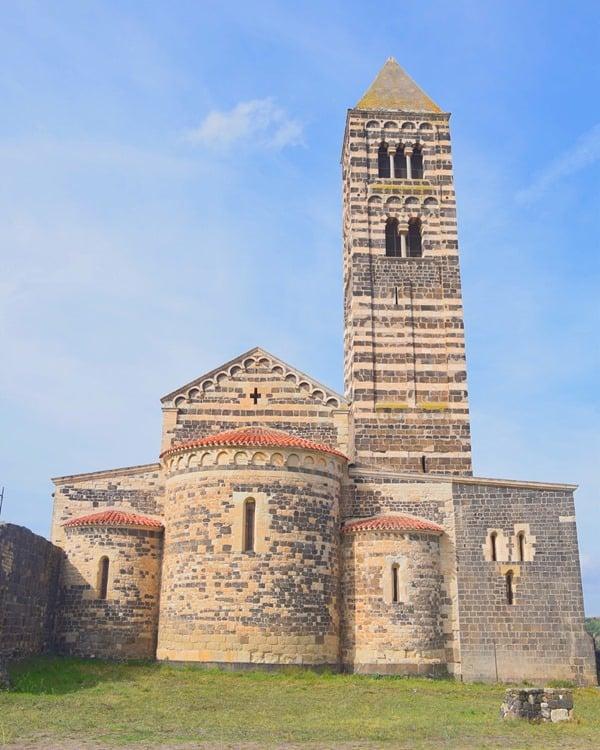 09_Basilica-Santissima-Trinita-di-Saccargia-Sassari-Sardinien-Italien