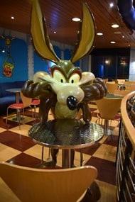16_Coyote-in-Pizzeria-auf-Faehre-Moby-Aki