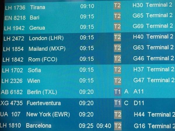 Anzeigetafel-Abfluege-Flughafen
