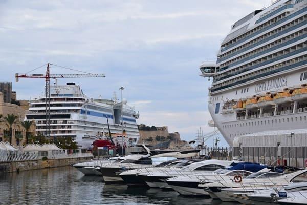 04_Kreuzfahrthafen-Waterfront-Valletta-Malta-AIDA-Costa