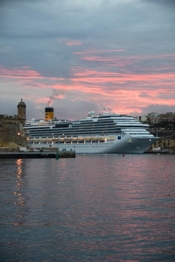 05_Costa-Favolosa-Hafen-Valletta-Malta-Sonnenuntergang