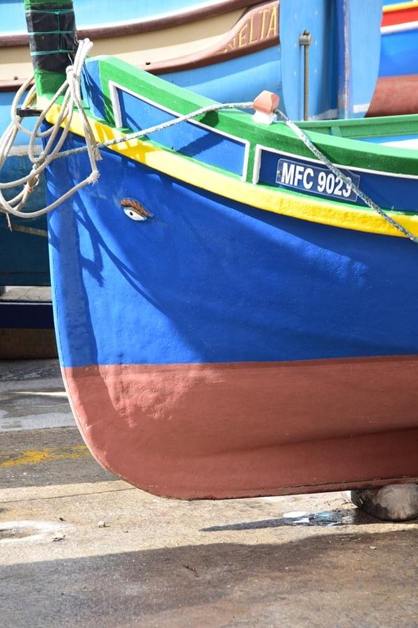 12_Luzzu-buntes-maltesisches-Fischerboot-mit-Augen-Malta