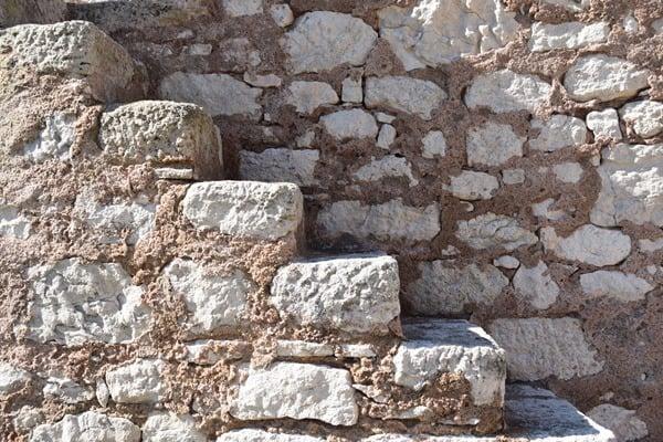 15_Mauer-Treppe-Bastion-de-l´Etendard-Festung-Bonifacio-Korsika-Frankreich
