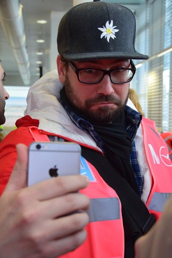 03_Reiseblogger-Jochen-Hencke-Pinke-Weste-Seflie-Flughafen-Muenchen