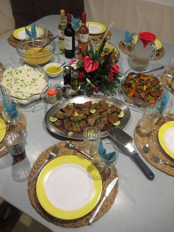 06_kreolisches-Abendessen-auf-Katamaran-Le-Gauguin-Seychellen