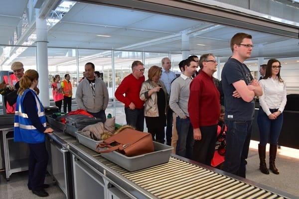 07_Probebetrieb-Satellit-Terminal-2-Flughafen-Muenchen-Sicherheitskontrolle