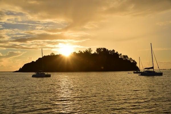 07_Sonnenaufgang-Katamaran-Seychellen-Islandhopping