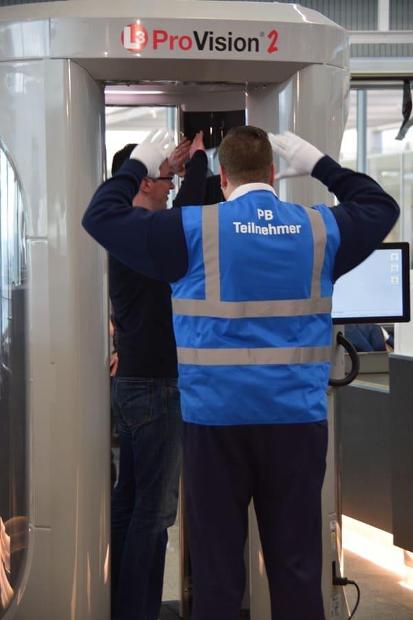 10_Probebetrieb-Satellit-Terminal-2-Flughafen-Muenchen-Sicherheitskontrolle-Koerperscanner