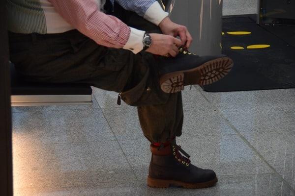 12_Probebetrieb-Satellit-Terminal-2-Flughafen-Muenchen-Sicherheitskontrolle-Schuhe