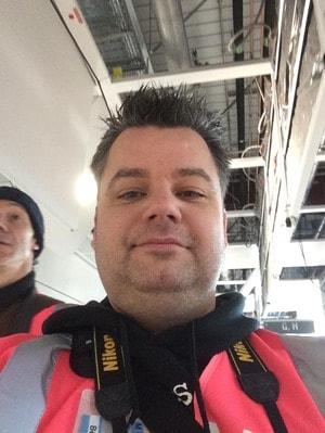 13_Reiseblogger-Selfie-Daniel-Dorfer-beim-Probebetrieb-Satellit-Terminal-2-Flughafen-Muenchen